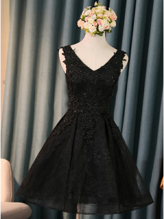 A-Line V-Neck Short Black Lace Homecoming Dress with Appliques