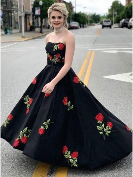 A-Line Sweetheart Floor-Length Black Prom Dress with Appliques