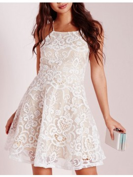 Modern White Lace Halter Sleeveless Criss-Cross Straps Short Homecoming Cocktail Dress