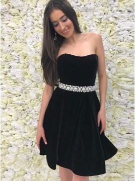 A-Line Sweetheart Black Velvet Short Homecoming Dress with Beading