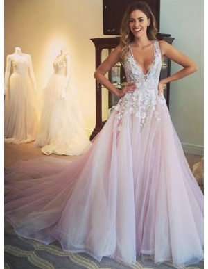 Glamorous V-Neck Sleeveless Sweep Train Appliques Prom Dress