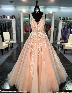 Modern Peach V-neck Sleeveless Long Princess Prom Dress with Appliques